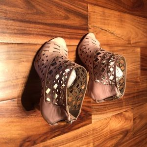 Beautiful light pink INC shoes